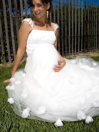si těhotenské svatební šaty nejrůznějších střihů pro ...